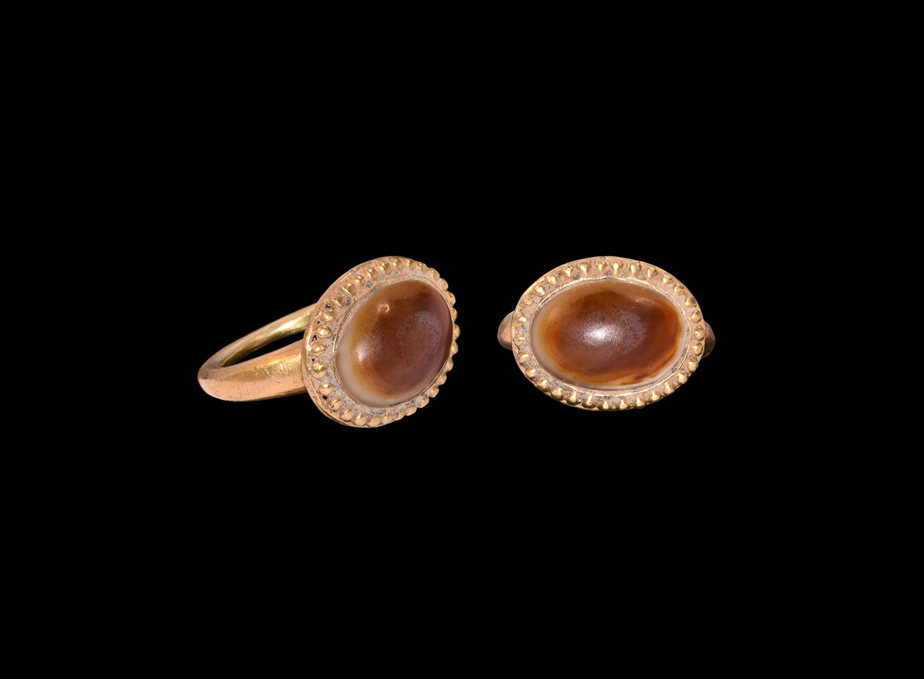 Post Medieval Gold Ring with Agate Gemstone