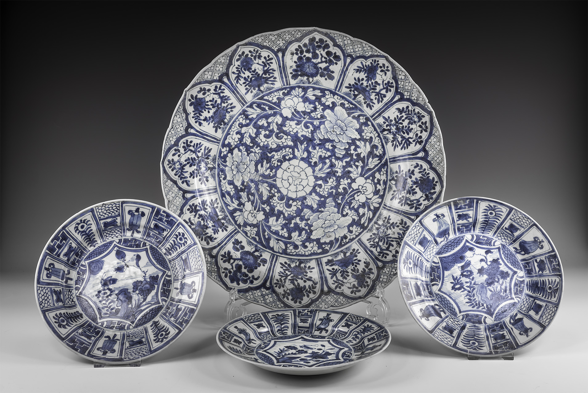 Chinese Blue and White Export Ware Charger with Dishes