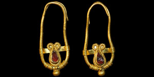 Hellenistic - Gold Earrings with Garnet Stones
