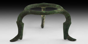 Roman Footed Tripod Stand