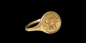 Elizabethan Gold Signet Ring with I E