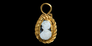 Roman Gold Pendant with Cameo