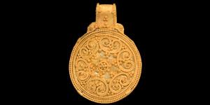 Viking Gold Filigree Scroll Pendant