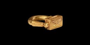 Gold Swivel Ring of Horemheb