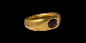 Gold Ring with Putto Bust Gemstone