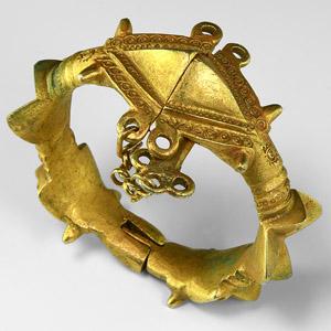 Gilt Hinged Bracelet