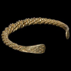 Gold Twisted Bracelet