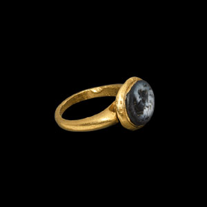 Western Asiatic Sassanian Gold Ring with Horse Head Gemstone