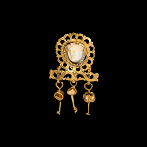 Gold Earring with Medusa Cameo