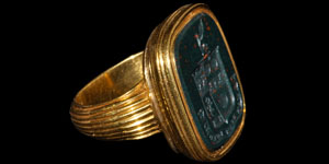 Post Medieval Gold and Bloodstone Heraldic Signet Ring