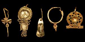 Roman Gold Single Earrings