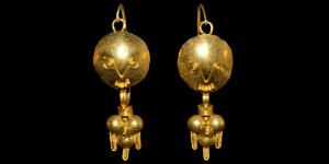 Roman Pair of Gold Festoon Earrings