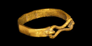 Celtic Gold Facetted Ring