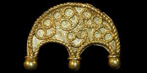 Roman - Gold Mount - Filigree Double Crescent