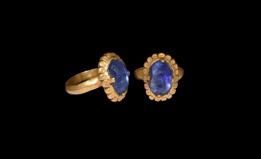 Lot 0490: Medieval Gold Ring with Large Sapphire £6,000 - £8,000