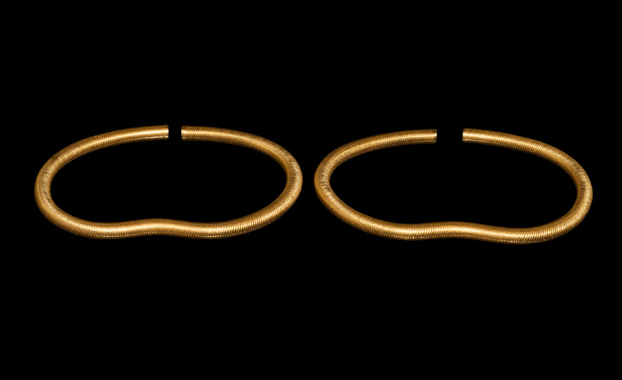 Lot 0320: Achaemenid Gold Ribbed Bracelet Pair £15,000 - £20,000