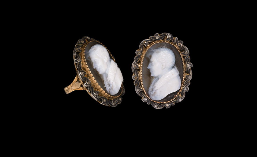 Post Medieval Duke of Wellington Cameo Signed Morelli in Gold Ring
