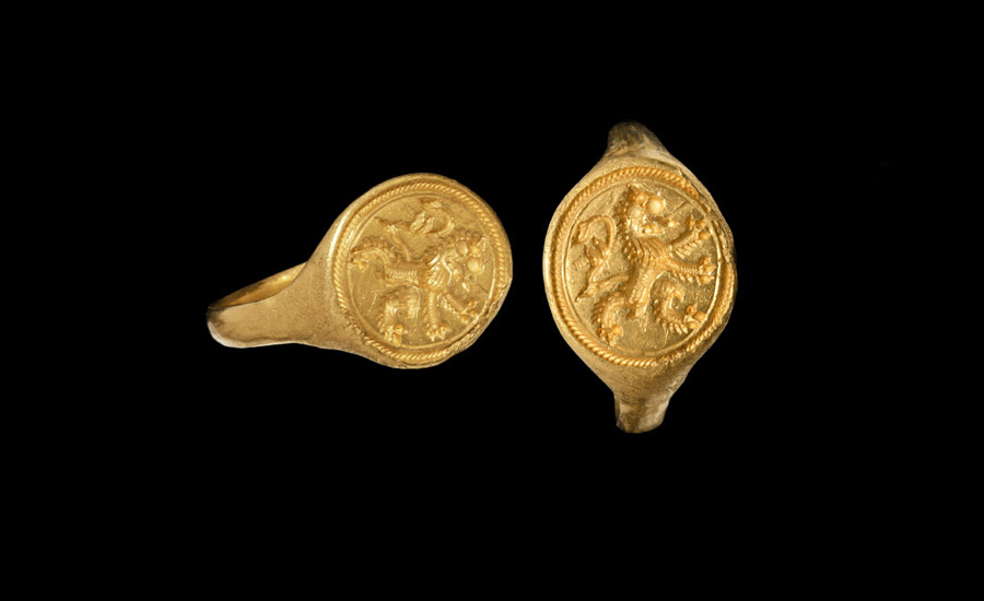 Elizabethan Gold Signet Ring with Scottish Rampant Lion £4,000-£6,000