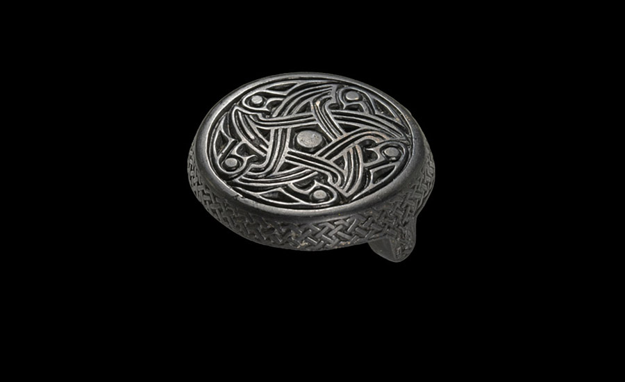 Scandinavian Box Brooch £5,000-7,000