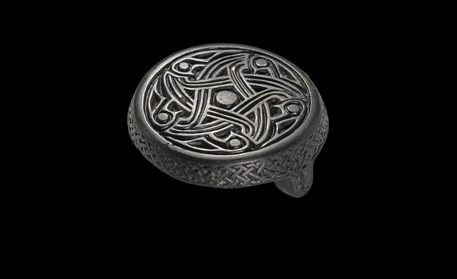 Scandinavian Box Brooch £5,000-7,000