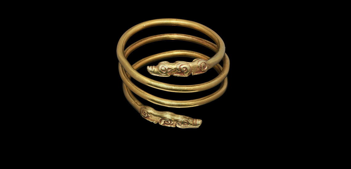 Gold 'Arm Ring' with Wolf Terminals £40,000 - £60,000