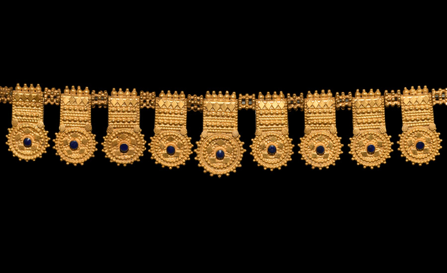 Parthian Gold Pendant Set £6,000 - £8,000