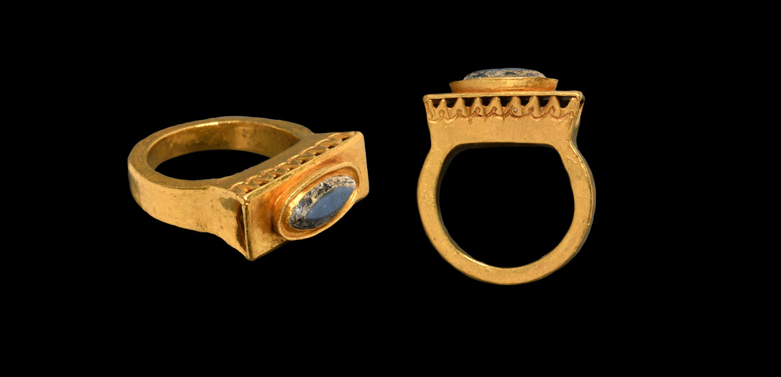 Late Roman Architectural Gold Ring with Gemstone £6,000 - £8,000